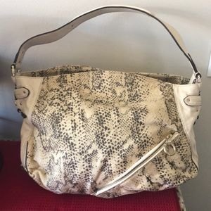 Laundry cream with gold hardware shoulder bag